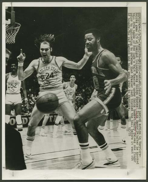 Walt Frazier & Rick Barry Original Wire Photograph